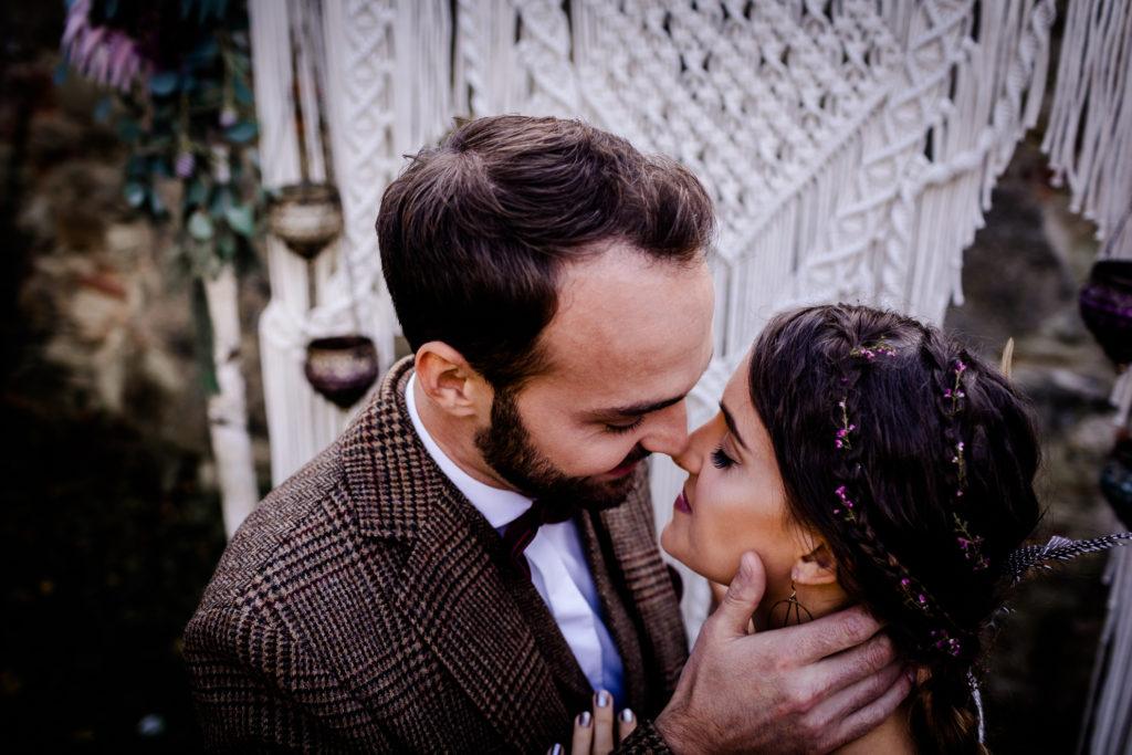 Bohemian Hochzeit Österreich Hochzeitsfotograf Fotografin Portraits Getting Ready Hochzeitskleid kaufen Ehering